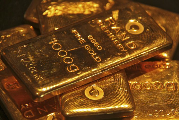 - 1490981428 gold 700x470 - Gold stays below $1,250 on dollar resurgence as oil price uptick runs out of steam