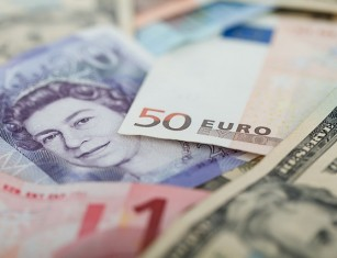 - currencies 69522 640 - London close: Stocks finish week on front foot as data deluge dents pound