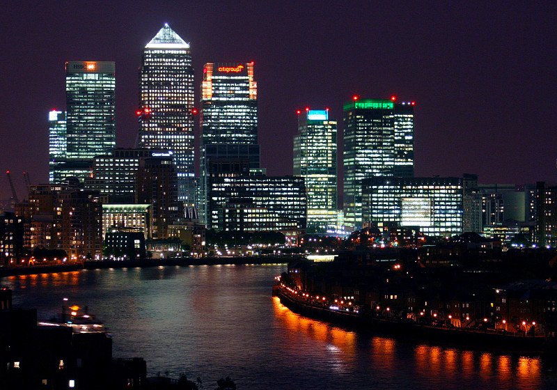 - canary wharf at night from shadwell cropped opt - London close: Heavyweight HSBC drags as investors prove hard to impress
