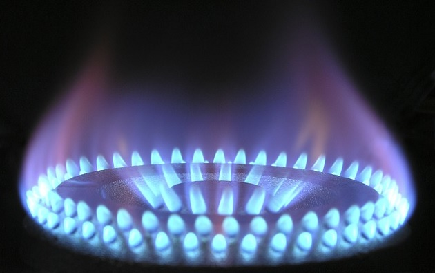 UK energy price cap needed 'urgently', says MPs  - gas hob utility power heat flame burn - UK energy price cap needed 'urgently', says MPs