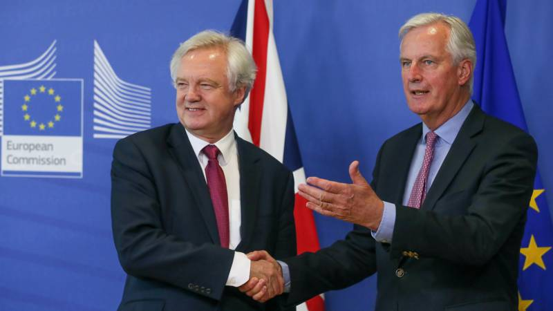- brexit talks davis barnier - Brexit transition deal agreed with EU – report