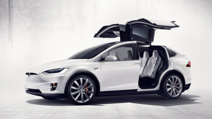 Surge in electric car sales applies strains global battery supply chain, says Oxford Economics  - article tesla model x 70d version acceso 565581723918a 700x394 - Surge in electric car sales applies strains global battery supply chain, says Oxford Economics