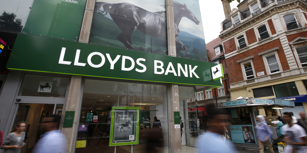 - lloyds bank banque britannique royaume uni oxford street londres uk 1024x512 - London open: Stocks tick down ahead of jobs data; Lloyds rallies on results